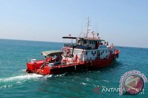 Tim SAR evakuasi lima nelayan di perairan Selat Malaka