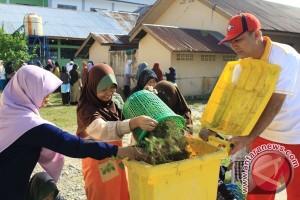 Aceh Barat gotong royong sambut bulan kemerdekaan