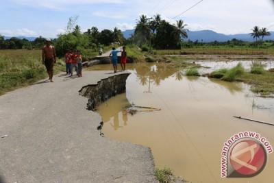 Jalan Putus Akibat Banjir Bandang