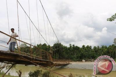 Pemerintah Aceh Barat Bangun Jembatan Darurat