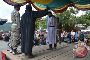 Tiga terdakwa pelaku zina dicambuk di Lhokseumawe