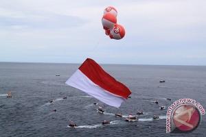 Pemuda Aceh Besar kibarkan bendera raksasa
