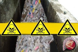 Polisi segel tempat penyimpanan limbah rumah sakit
