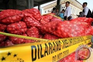 Lanal Lhokseumawe amankan kapal penyelundup bawang merah