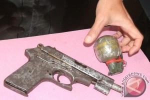 Warga serahkan lima senjata api ke TNI