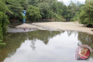 Debit air sungai turun di Abdya