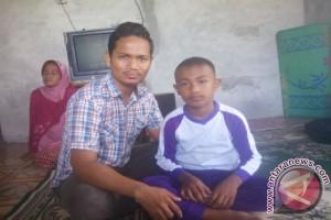 Siswa Aceh Barat galang dana untuk bocah berkumis