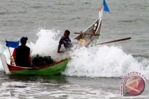 Waspadai gelombang capai tiga meter di Aceh