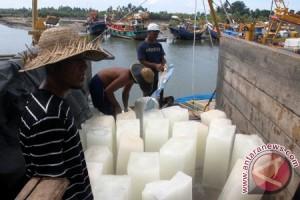 Nelayan Lhokseumawe butuh 622 batang es sehari
