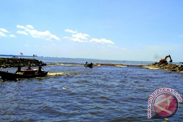 Nelayan minta jembatan Krueng Cangkoi dibongkar