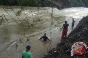 Warga Nagan Raya jatuh ke sungai belum ditemukan