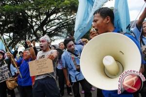 Kantor Bupati Aceh Barat didemo warga