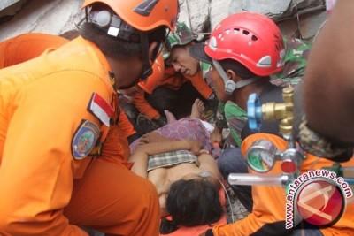 Evakuasi korban gempa berlanjut