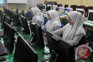 Legislator: UNBK SMP masih terkendala