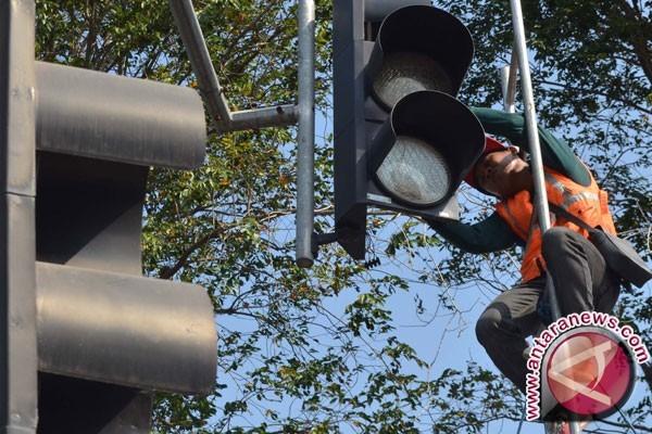 Masyarakat minta perbaikan lampu lalu lintas