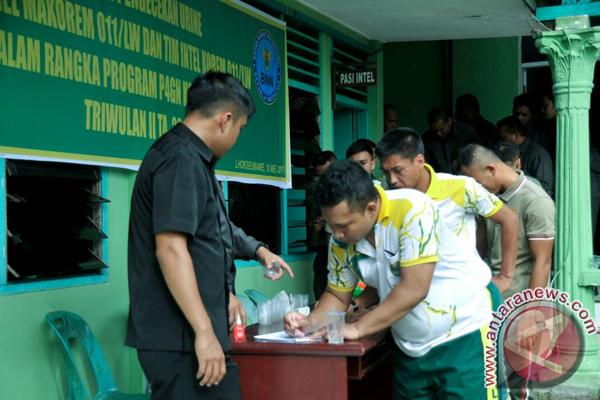 Cegah narkoba, Prajurit Korem 011/ LW tes urine