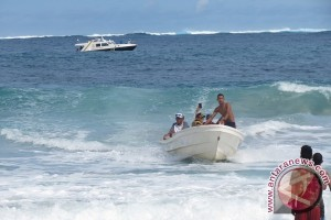 Pulau Bengkaru di kelilingi ombak besar