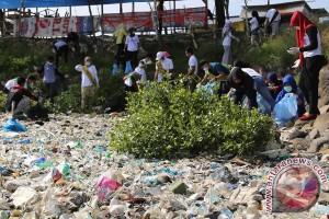 Ratusan relawan bersihkan Waduk Lhokseumawe