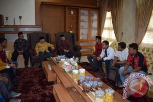 Mahasiswa Unmuha sambut kedatangan Amin Rais