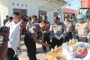 Tes urine dadakan seorang polisi positif narkoba