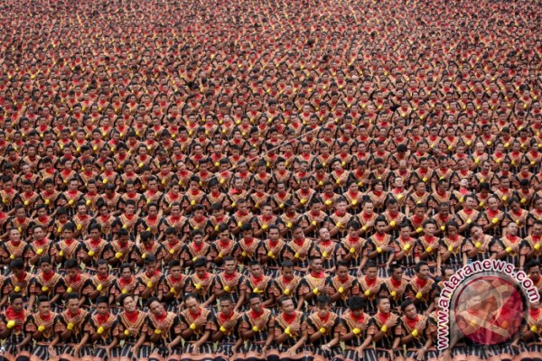 Tari Saman 10.001 hipnotis ribuan penonton