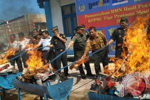 Bea Cukai Meulaboh musnahkan rokok ilegal