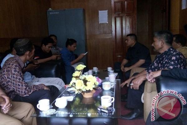 Warga protes proyek tanggul di Aceh Selatan