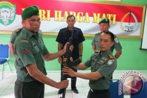 Warga serahkan senpi ke Kodim Aceh Barat