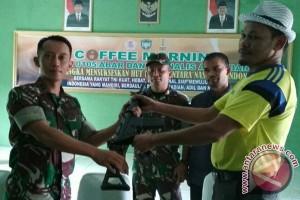 Warga Aceh Barat serahkan senjata api ke TNI