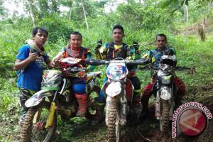400 rider trail siap taklukkan Gunung Goh