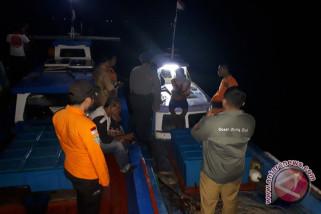 Tim SAR evakuasi kapal-ABK di Aceh Jaya