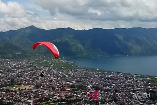 Paralayang meriahkan HUT Kota Takengon