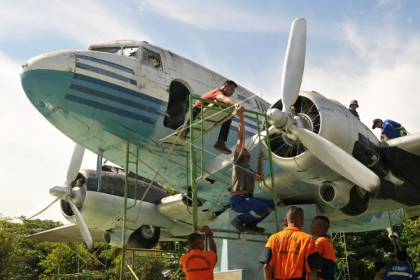 Pemugaran Replika Pesawat RI 001