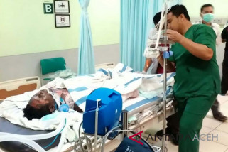Empat korban ledakan sumur minyak dirawat di RSUDZA