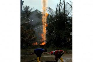 Api semburan gas di sumur minyak padam