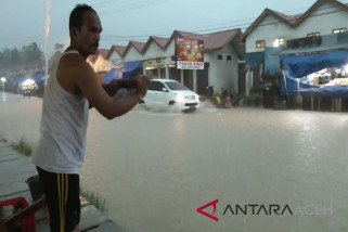Dua kecamatan Aceh Barat dikepung banjir