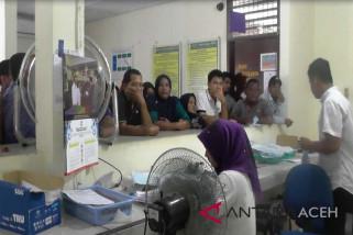 Warga Aceh Barat urus pemblokiran kartu