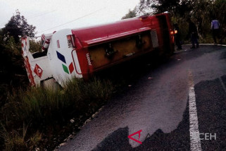 Truk BBM Pertamina terguling di Aceh Tengah