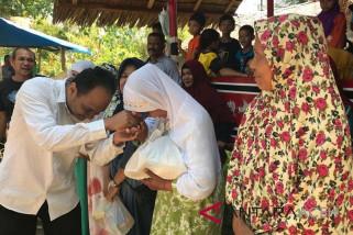 Icmi Aceh bagikan paket untuk dhuafa