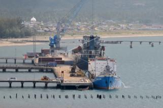 Aktivitas pelabuhan peti kemas Malahayati