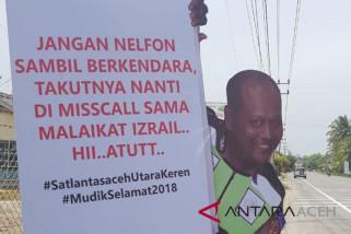 Arus mudik - Ingatkan pemudik polisi sebarkan poster maneken lucu