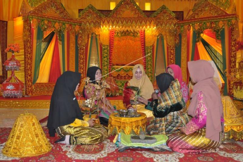 Lomba adat perkawinan Aceh
