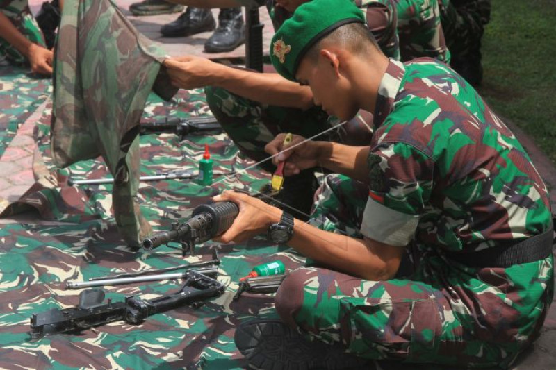 Perawatan senjata TNI AD