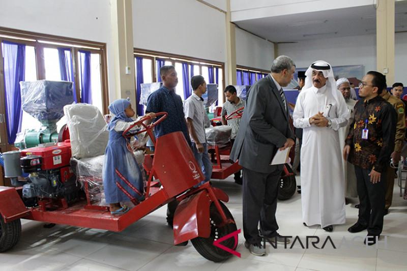 Qatar serahkan 100 paket pemberdayaan ekonomi masyarakat