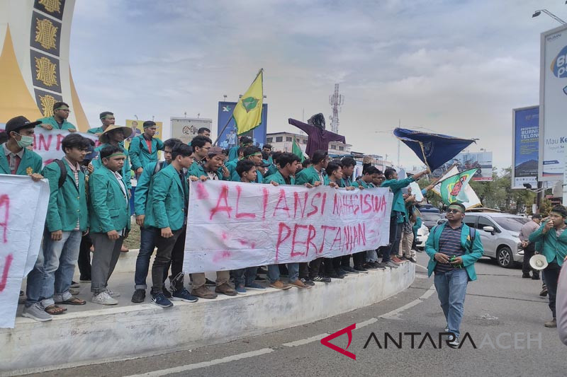Mahasiswa Aceh tuntut impor beras dihentikan