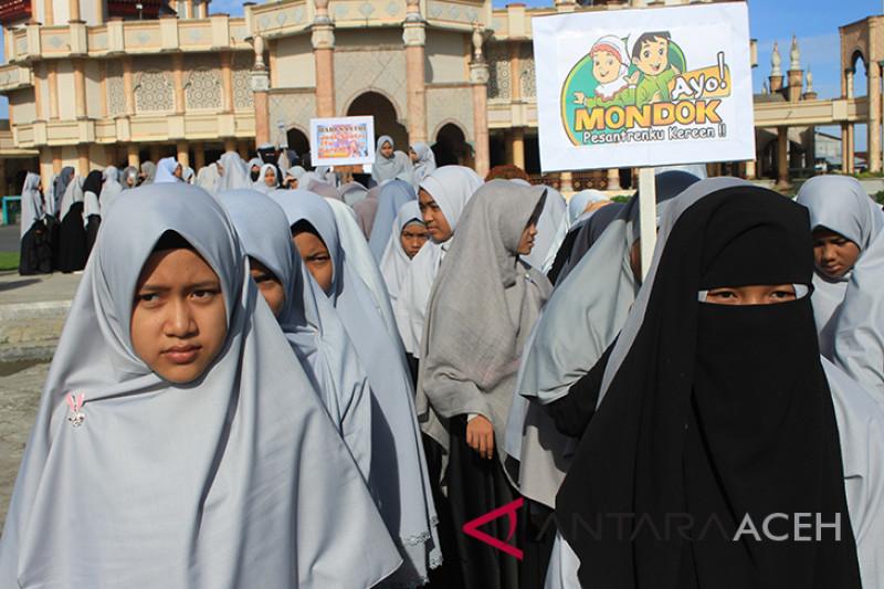Pawai Hari Santri di Aceh Barat