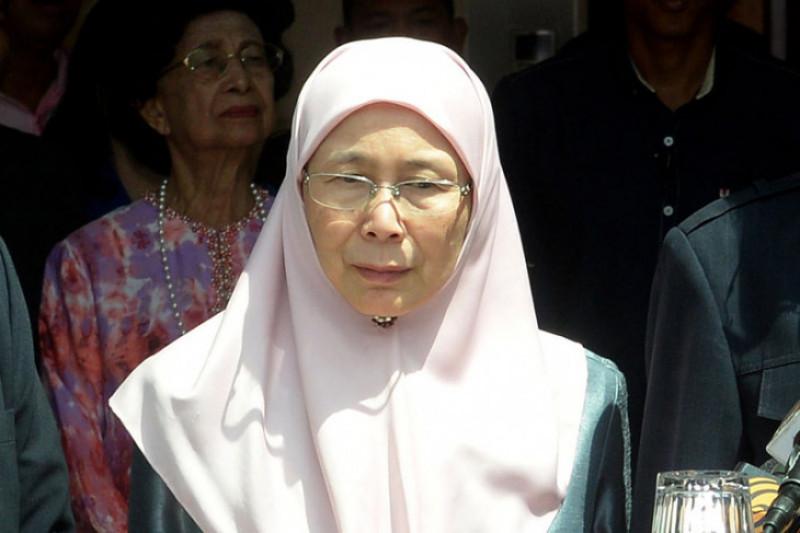 Wakil PM Malaysia Wan Azizah lepas relawan ke Palu