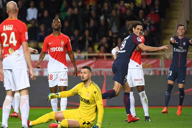 Cavani ukir trigol saat PSG taklukan Monaco