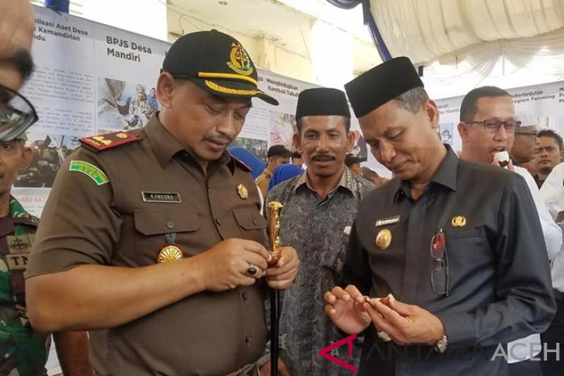 Inovasi desa Nagan Raya pamerkan telur asin bakar