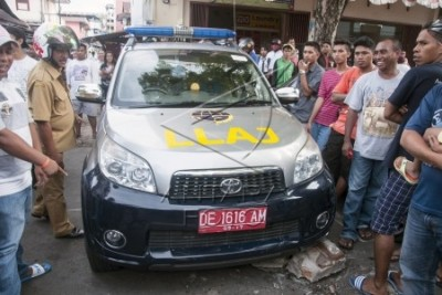 Mobil Patroli Dishub Ambon Digembosi Warga